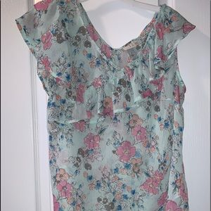 Adorable floral lightweight blouse